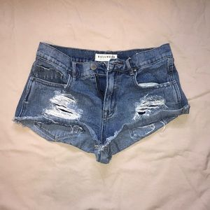 Bullhead tipped jean shorts